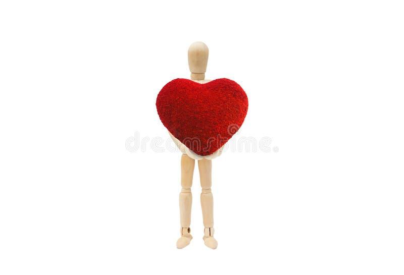 Hölzerne Zahl Mannequin, das rote Herzform lokalisiert auf weißem Hintergrund hält lizenzfreie stockfotografie