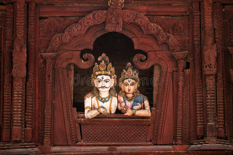 Hölzerne Zahlen Shiva und Parvati stockfotografie
