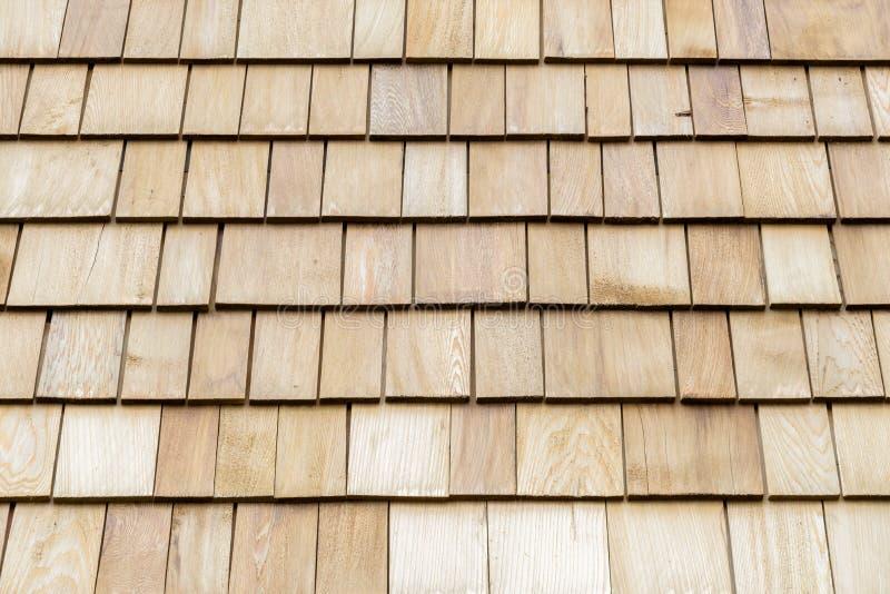 Hölzerne Zedernschindeln für Dach oder Wand lizenzfreies stockfoto