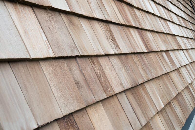 Hölzerne Zedernschindeln für Dach oder Wand stockfotografie