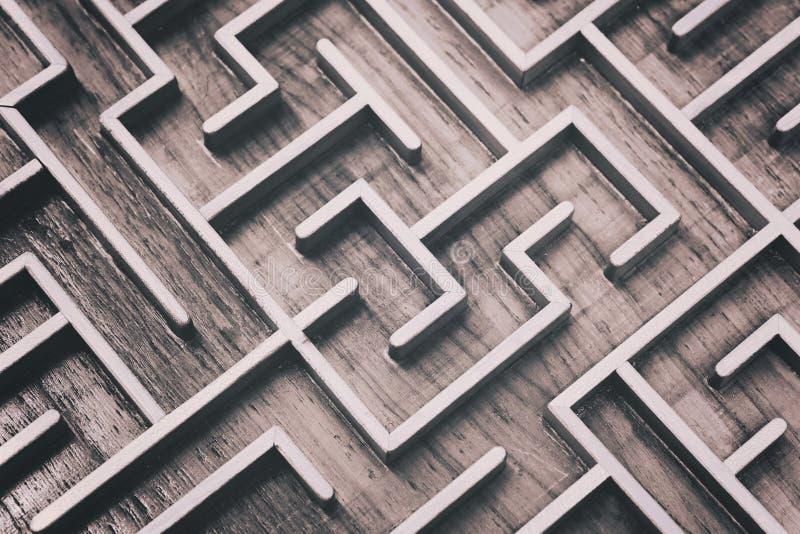 Hölzerner brauner Labyrinthlabyrinth-Puzzlespielabschluß oben stockfoto