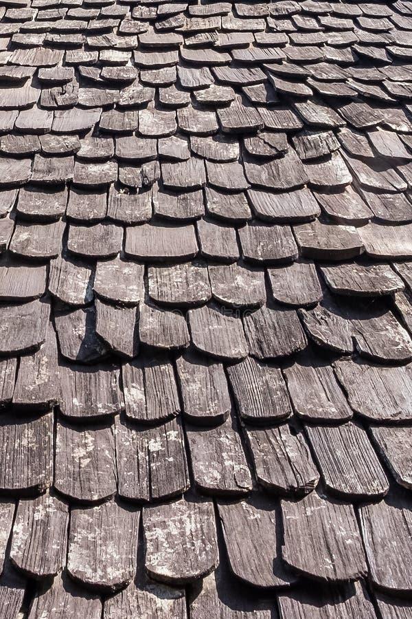 Hölzerner Dachspitzenbeschaffenheitshintergrund stockbild