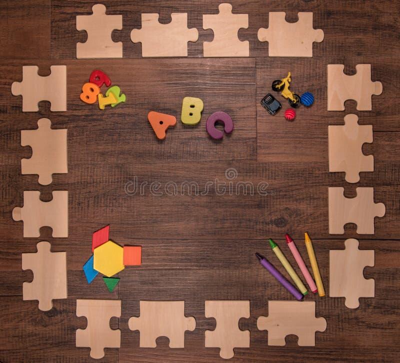 Hölzerner früh lernender Puzzlespielrahmen lizenzfreies stockfoto