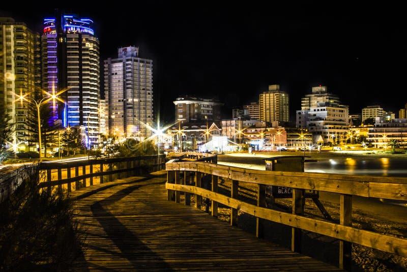 Hölzerner Gehweg in Punta Del Este in Uruguay lizenzfreies stockfoto