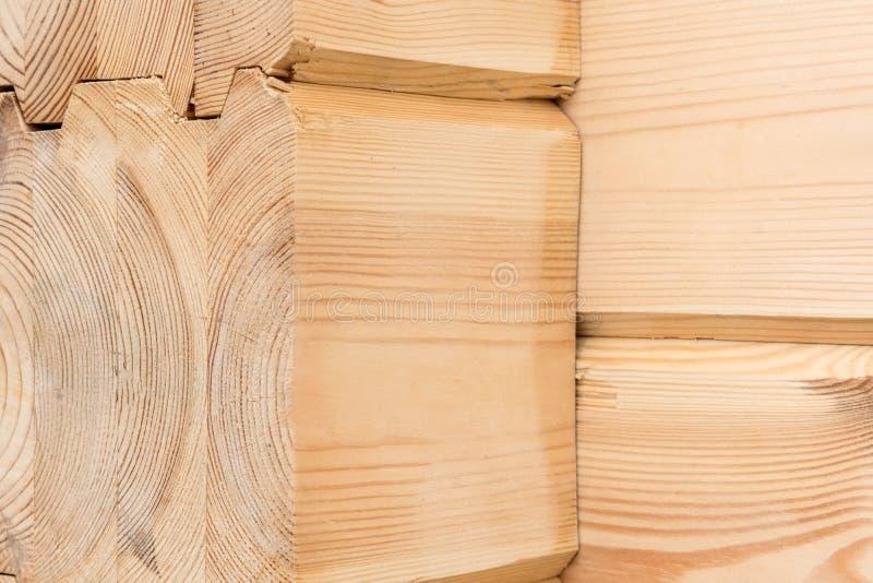 Hölzerner geklebter Bauholzabschluß oben Hölzerner Kornbauholz-Endenhintergrund Geklebte Kiefernholzbalken Holz für das Errichten lizenzfreies stockfoto