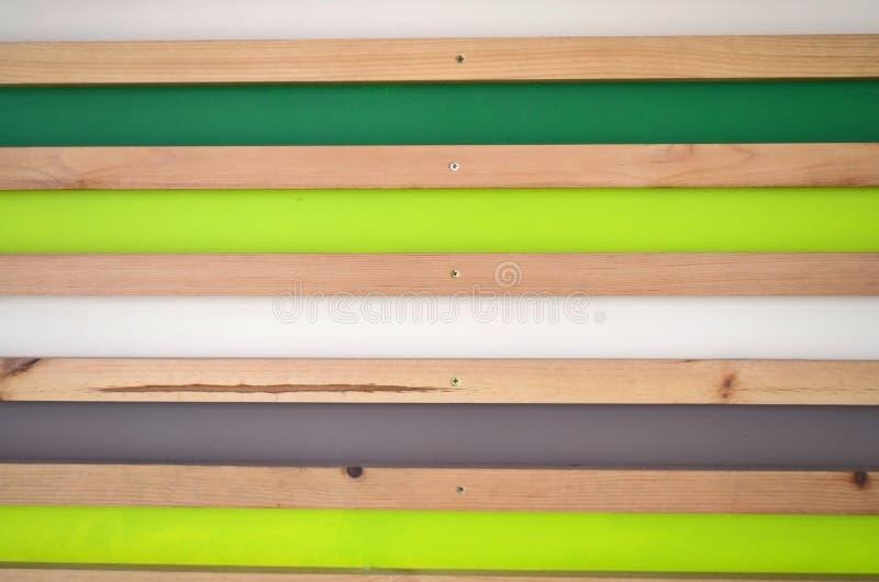 Download Hölzerner Gestreifter Wandhintergrund Grüne, Weiße, Graue,  Natürliche Planken Stockfoto   Bild Von
