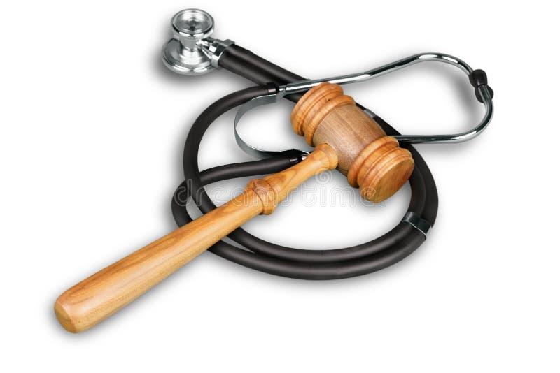 Hölzerner Hammer und Stethoskop lokalisiert auf Weiß lizenzfreie stockbilder