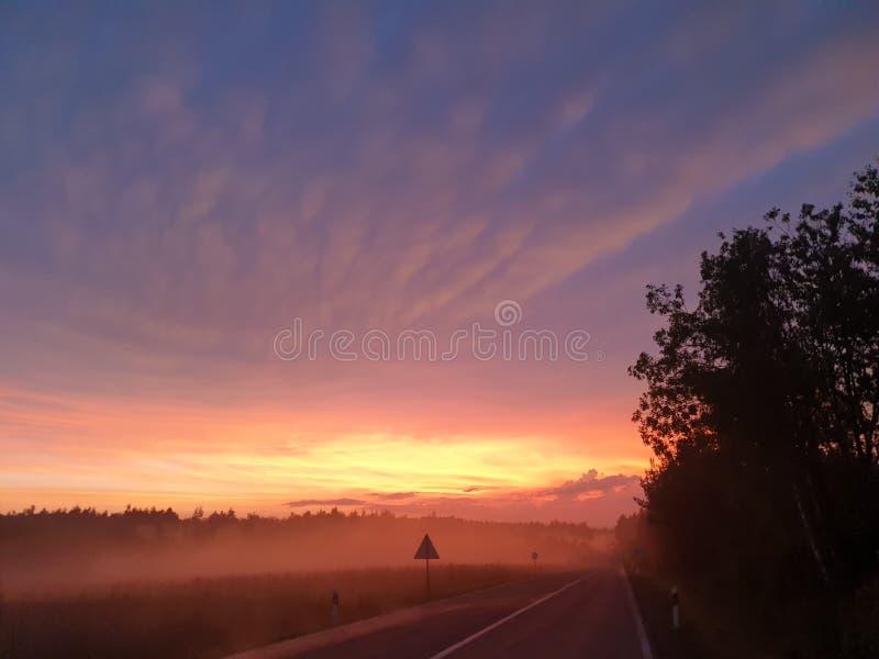 Hölzerner Himmel und Wolken ADN des kroatischen Seenebels stockfotografie