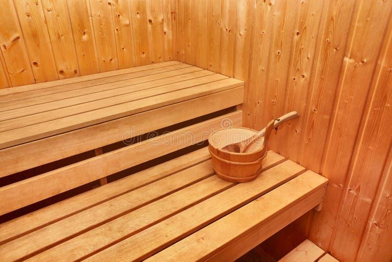 Hölzerner Innenraum der Sauna lizenzfreies stockfoto