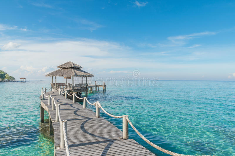 Hölzerner Pier in Phuket, Thailand stockfoto