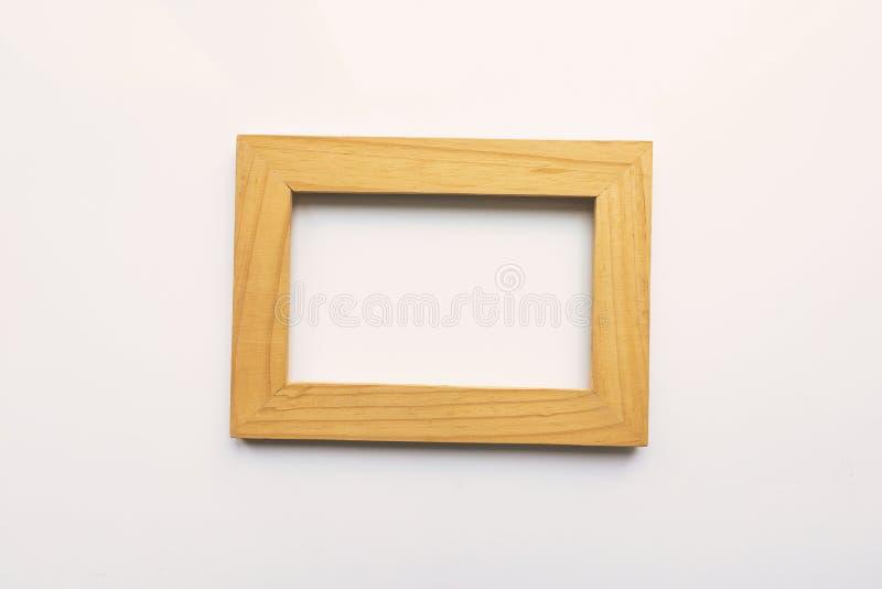 Hölzerner rechteckiger Fotorahmen auf weißem Hintergrund Nahaufnahme Beschneidungspfad eingeschlossen Niemand, leer stock abbildung
