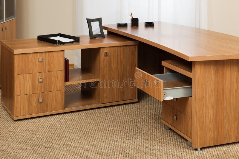 Hölzerner Schreibtisch stockfotografie