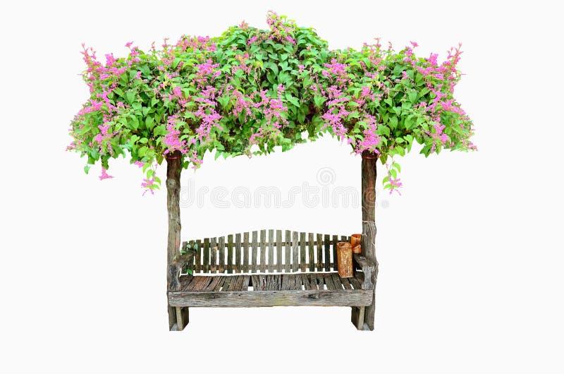 Hölzerner Sitz mit rosa Blume stockfoto