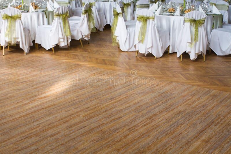 Hölzerner Tanzboden, Hochzeit oder ein anderer versorgter Ereignisplatz stockfotos