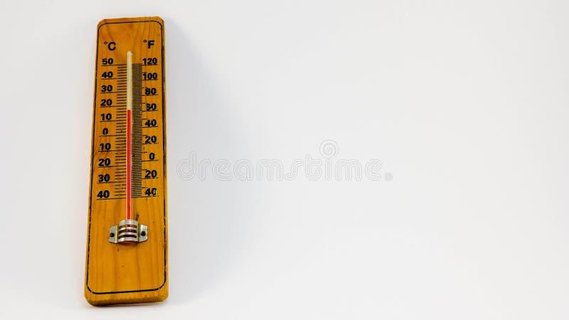 Hölzerner Thermometer lokalisiert auf einem weißen Hintergrund lizenzfreie stockfotografie