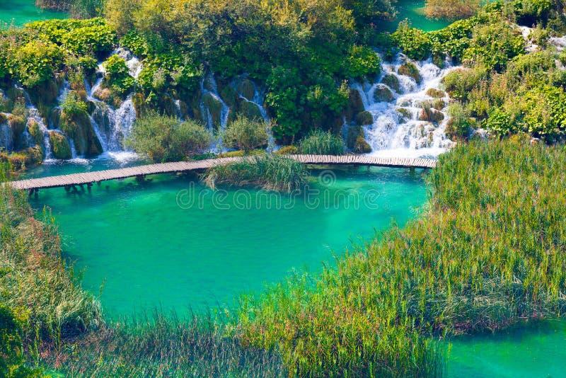 Hölzerner touristischer Weg in den Plitvice Seen Nationalpark, Kroatien, Eu lizenzfreie stockfotos