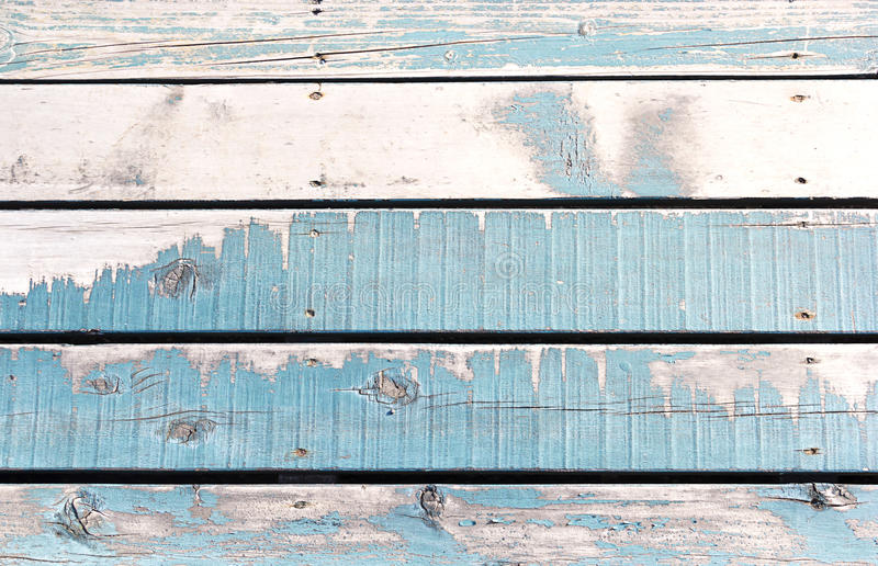 Hölzerner Wandhintergrund oder -beschaffenheit, die alten Wände werden blau gemalt stockbild