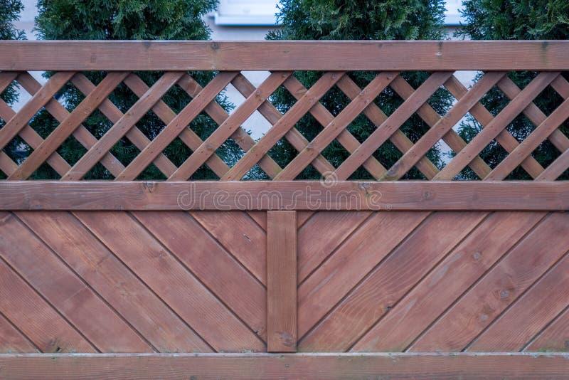 Hölzerner Zaun Zaun mit einer Zeichnung lizenzfreie stockbilder