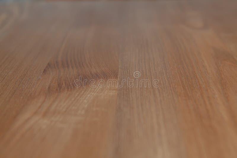 Hölzernes braunes Korngefüge, dunkler hölzerner Wandhintergrund, Draufsicht des Holztischs stockfotografie