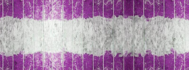 Hölzernes Brett der Weinlese, des Tones zwei Farbweißegemalte hölzerne Wand Purpur- und als Hintergrund oder Beschaffenheit, natü stockfotografie