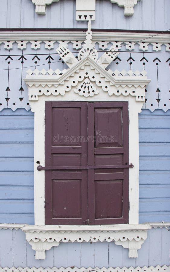 Hölzernes Fenster der Weinlese lizenzfreies stockfoto