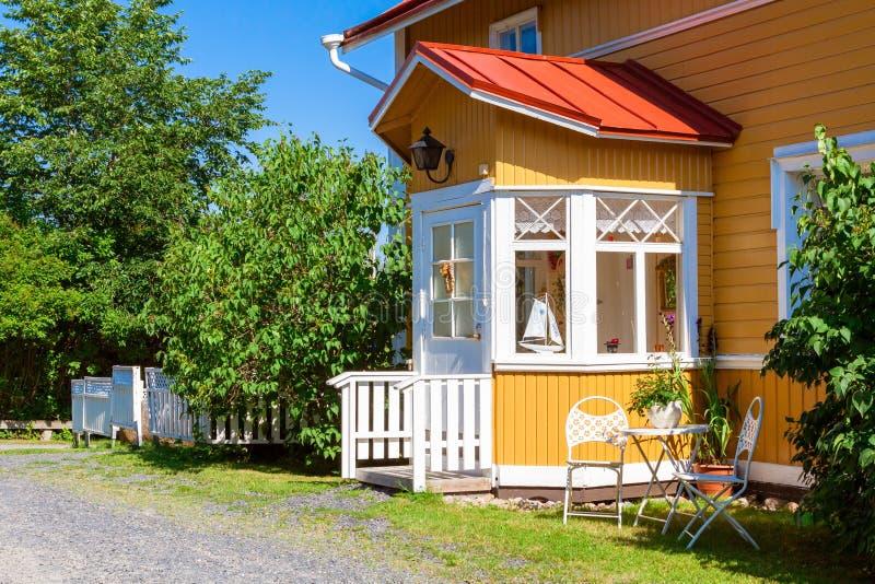 Download Hölzernes Gelbes Haus Mit Rotem Dach In Der Skandinavischen Art  Stockbild   Bild Von Portal
