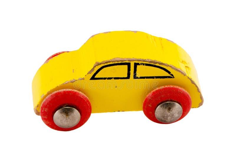 Hölzernes gelbes Retro- Spielzeugauto getrennt auf Weiß stockfoto