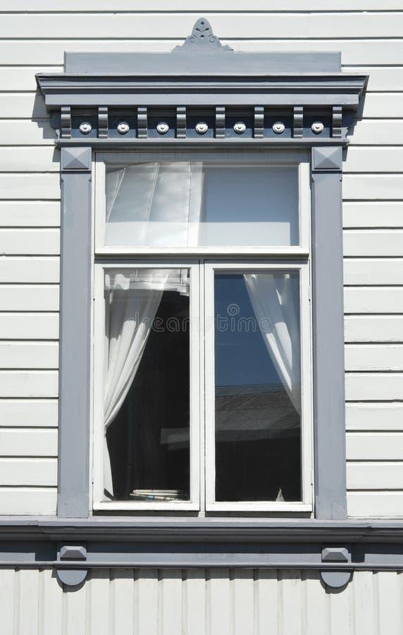 Hölzernes Hauptfenster stockfotos