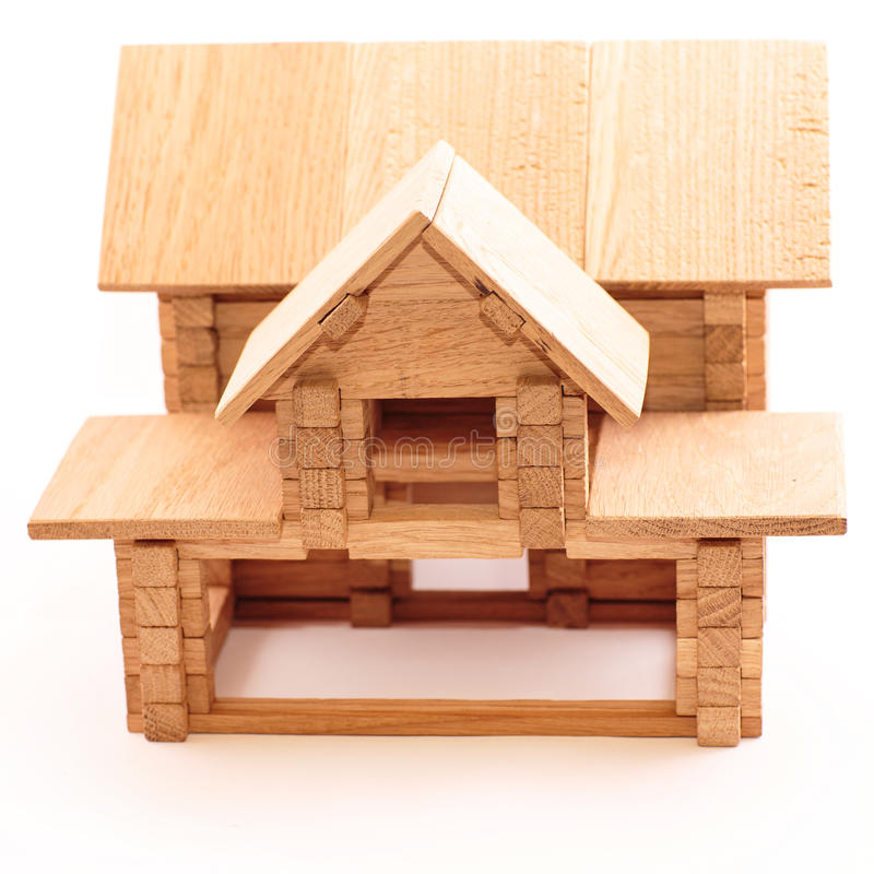 Hölzernes Haus des Spielzeugs getrennt auf Weiß stockfotografie