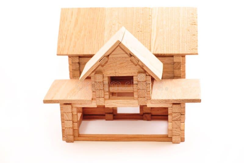 Hölzernes Haus des Spielzeugs getrennt auf Weiß stockbilder