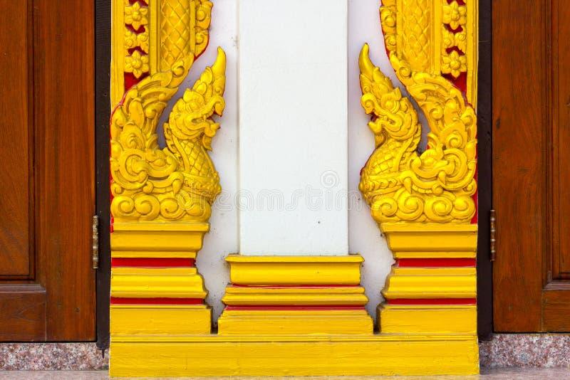 Hölzernes heftiges Verlangen mit thailändischem Muster lizenzfreie stockbilder
