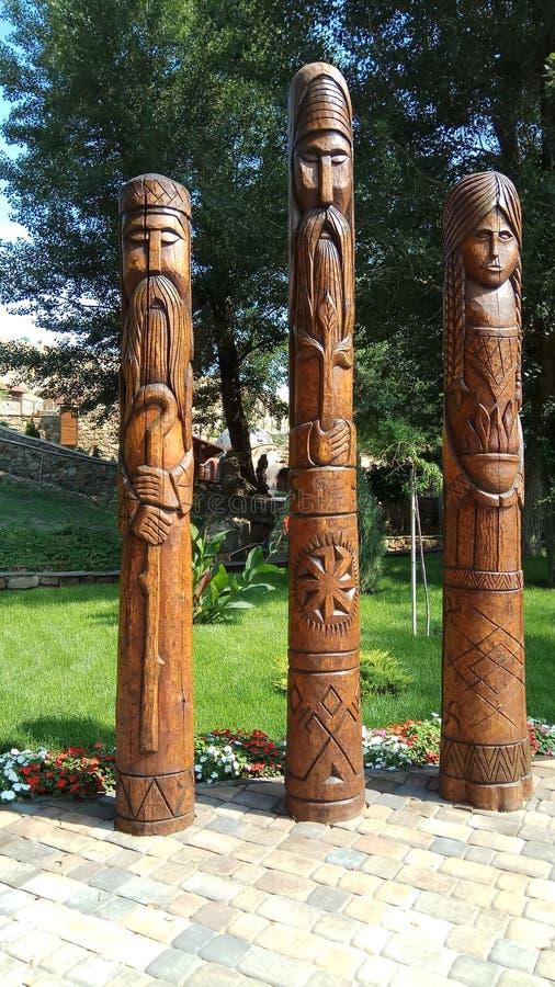 Hölzernes Idol drei der slawischen Kultur stockbild