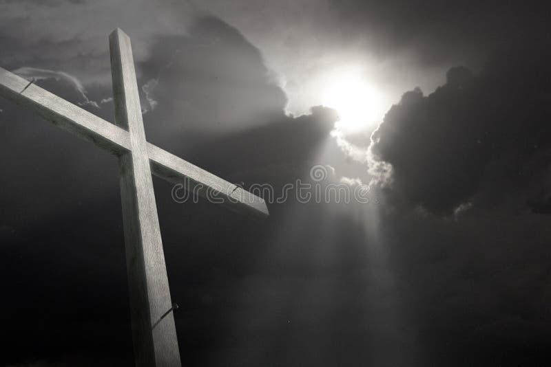 Hölzernes Kreuz verblaßte das againt, das den Sturm bricht, der Karfreitag symbolisiert stockfoto