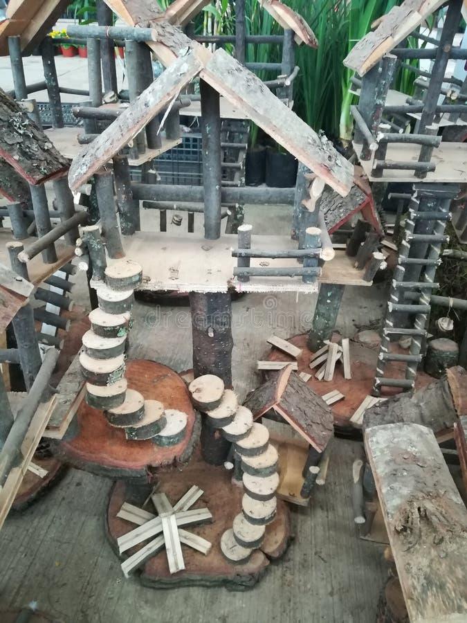 Hölzernes Miniaturhaus lizenzfreie stockfotos