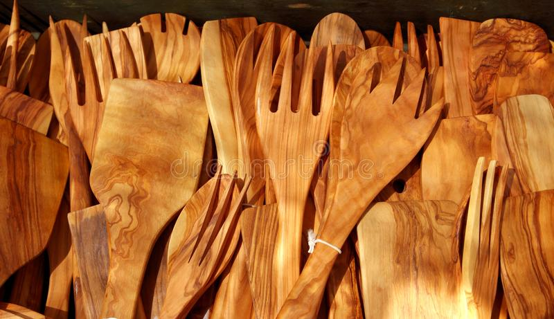 Hölzernes spanisches traditionelles des Olivenbaums des Tischbestecks stockfotos