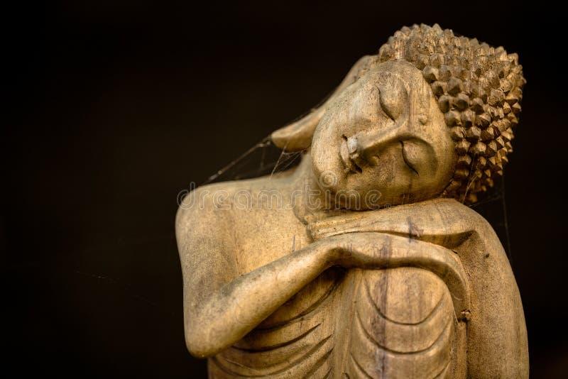 Hölzernes stillstehendes Buddha-Schnitzen stockfoto
