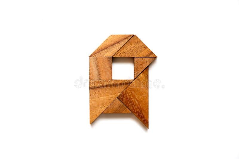 Hölzernes Tangrampuzzlespiel als Buchstabe A des englischen Alphabetes lizenzfreies stockbild
