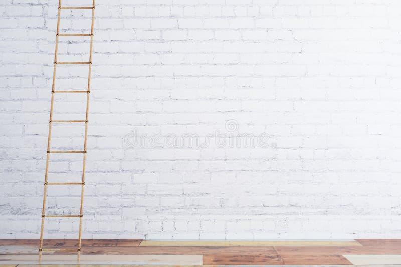 Hölzernes Treppenhaus auf weißer Backsteinmauer und Bretterboden stock abbildung