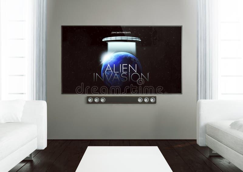 hölzernes Wohnzimmer mit Film im Fernsehen lizenzfreies stockfoto