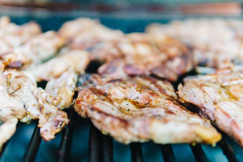 Hönainsatser på grillfest arkivfoto