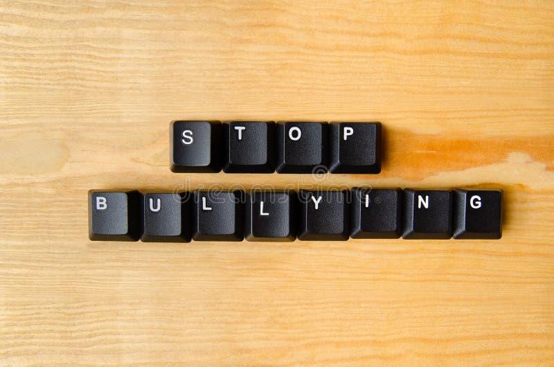 Hören Sie auf, Wörter einzuschüchtern stockfotografie