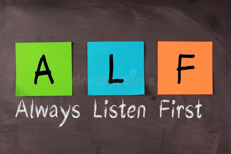 Hören Sie immer zuerst (ALF) lizenzfreie stockfotos