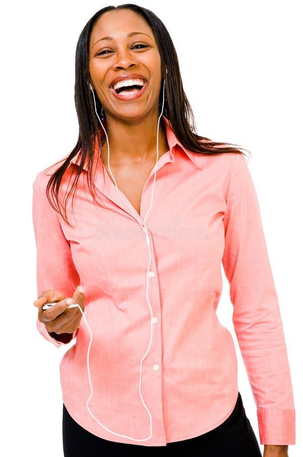 Hörende Musik der glücklichen Frau stockfotografie