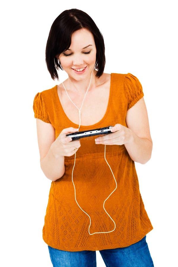 Hörender Multimedia-Spieler der glücklichen Frau stockfotos