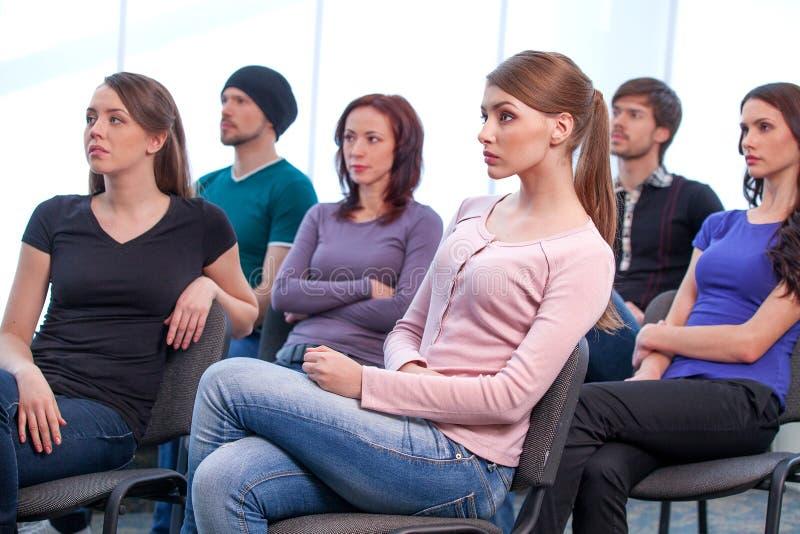 Hörendes Seminar der Gruppe von Personen. stockfoto