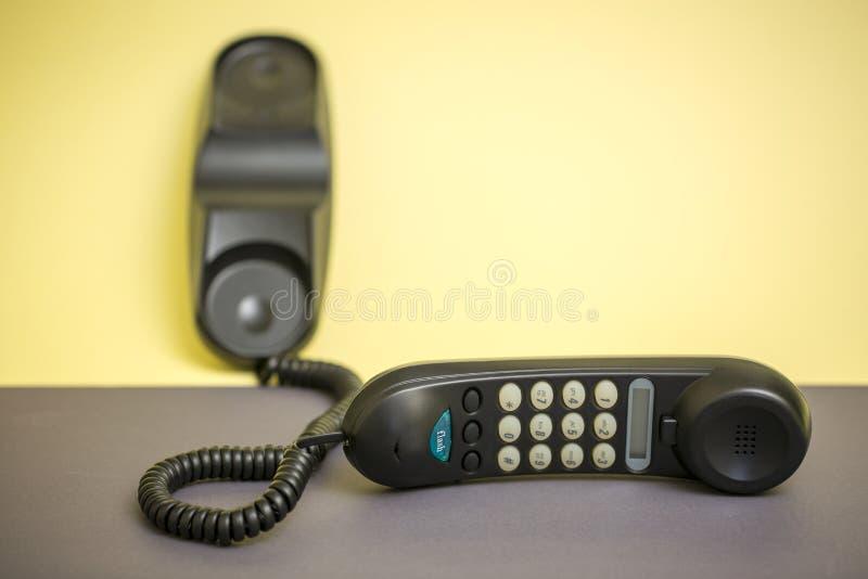 Hörer und örtlich festgelegtes Telefon mit dem Tonwählen lizenzfreie stockfotografie