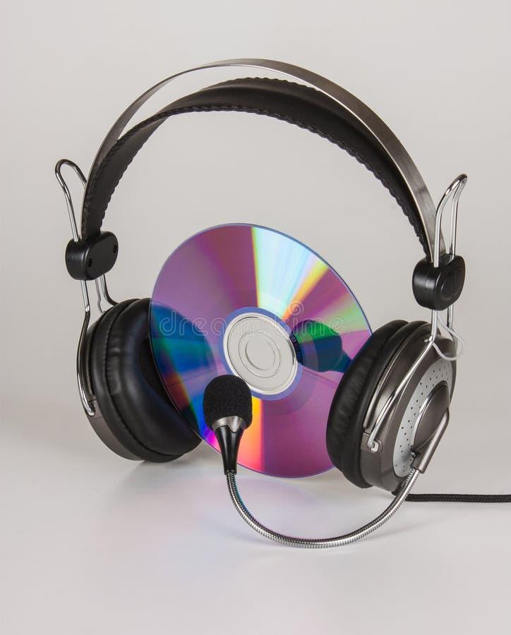 Hörlurar och CD-SKIVA arkivfoton
