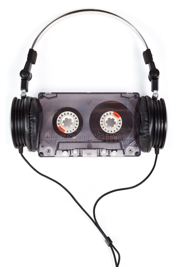 Hörlurar på den kompakt kassetten royaltyfria bilder