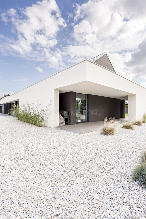 Hörn av det lyxiga villahuset arkivbilder