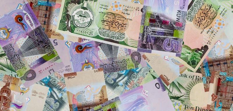 Hörn av kuwaitiska 10 dinar sedlar arkivfoto